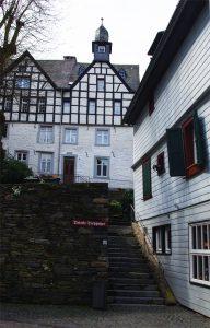 verwinkelte Gasse in Monschau